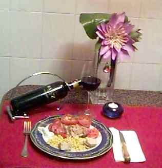 Ventrisca de Atún, Tomate Natural, Zanahoria y Maíz Bonduelle, Pate de Orico, Queso Philadelphia, Aceite de Oliva Virgen Extra Carbonell, Tinto Bajoz.